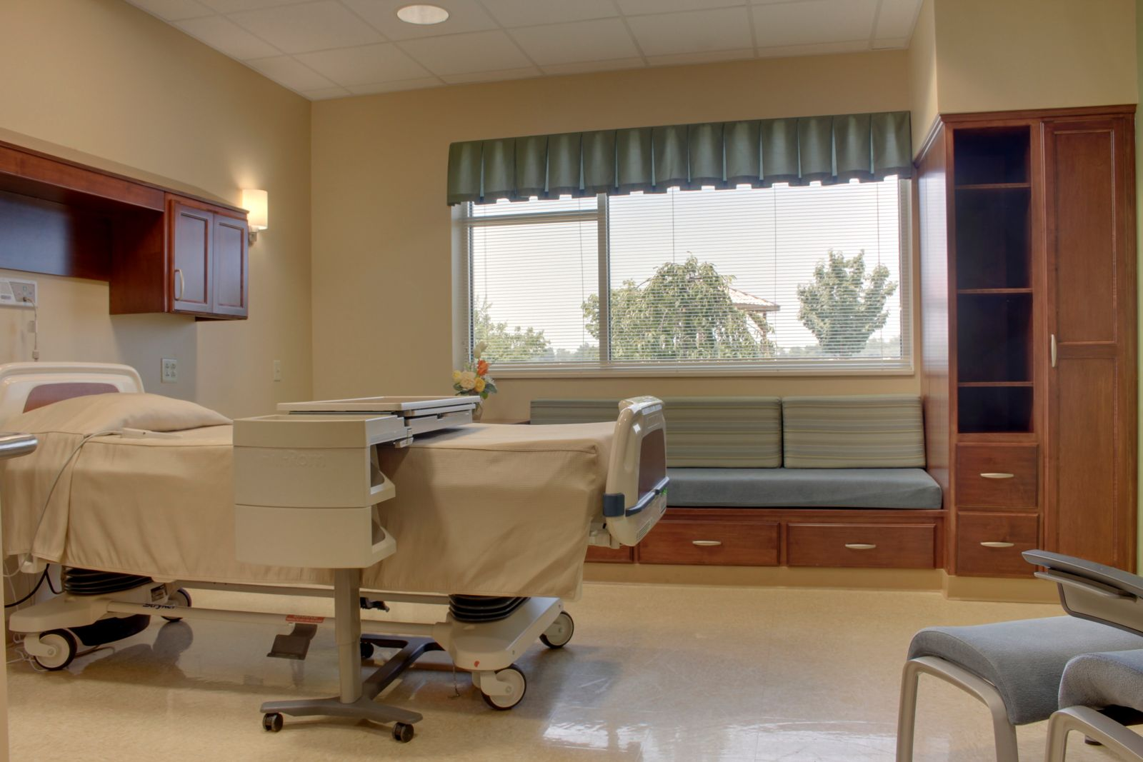 Hospital room with patient and family -  We Have A Family Center With Day Beds Window Sets That Turn Into Beds Every Room Is Design With Your Comfort And Privacy In Mind